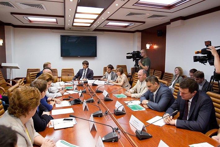 Заседание временной комиссии по развитию информационного общества, посвященное вопросам конфиденциальности телефонных разговоров и защиты персональных данных в Интернете
