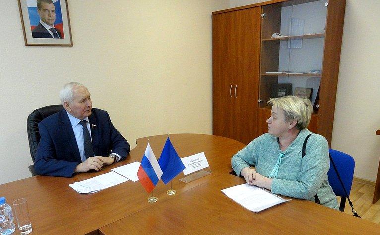 Николай Тихомиров провел прием граждан вВологодской области