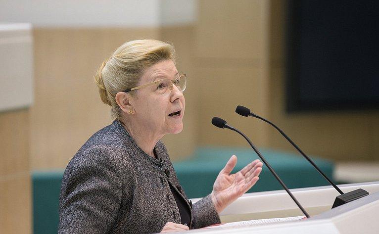 Е. Мизулина на386-м заседании Совета Федерации