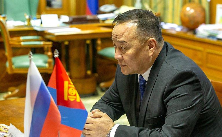 Встреча Ильяса Умаханова сЧрезвычайным иПолномочным Послом Монголии вРФ Дуламсурэнгийн Давой