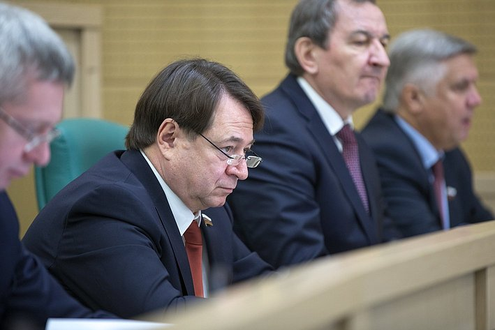 С. Шатиров на385-м заседании Совета Федерации