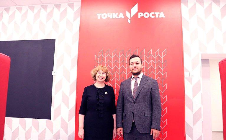 Римма Галушина посетила центр образования цифрового игуманитарного профилей «Точка роста»