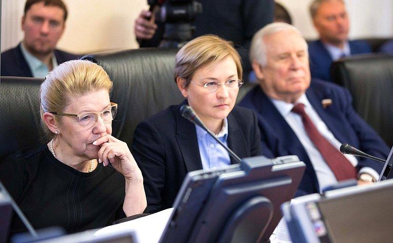 Елена Мизулина иЛюдмила Бокова
