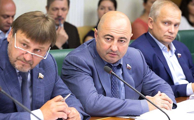 В. Лебедев иА. Вайнберг