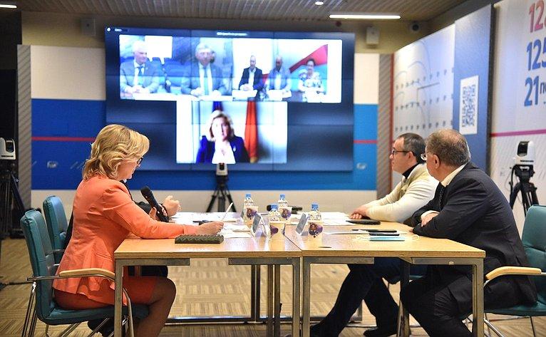 Инна Святенко приняла участие в«круглом столе» натему «Отрегиональной инициативы— кфедеральному закону: решение важнейших проблем городов федерального значения»