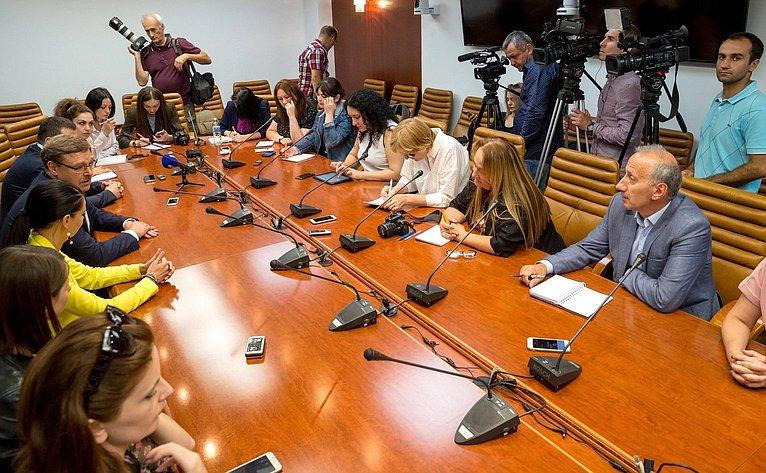 Встреча председателя Комитета СФ помеждународным делам Константина Косачева сжурналистами ведущих СМИ Абхазии иЮжной Осетии