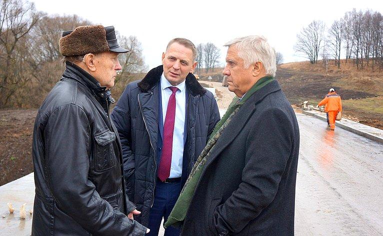 Юрий Волков проконтролировал ход строительства сельской автодороги