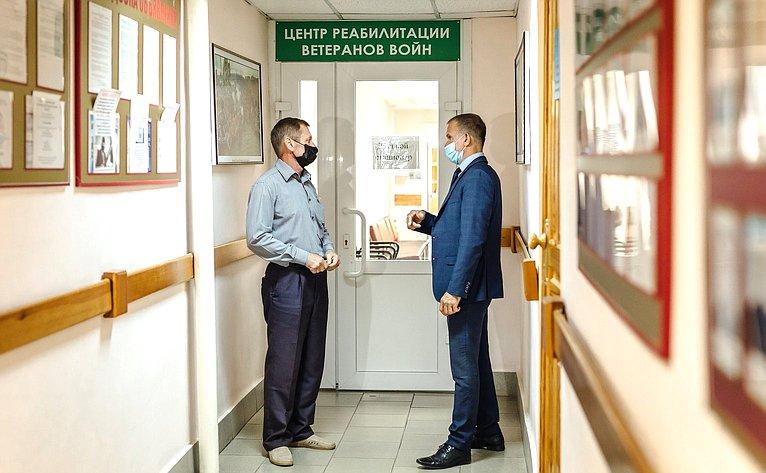 Владимир Кравченко посетил реабилитационный центр, где внедрена система медико-социальной поддержки воинов-интернационалистов