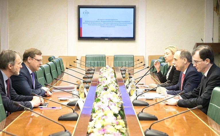 Встреча К. Косачева сЧрезвычайным иПолномочным Послом Болгарии вРФБ. Коцевым