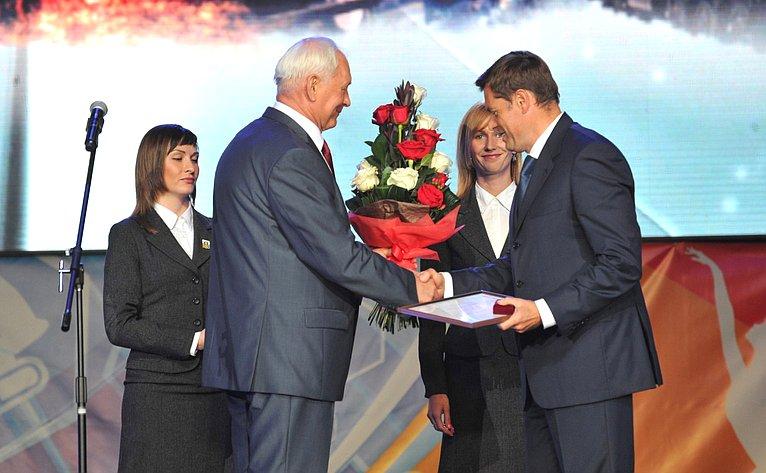 Николай Тихомиров входе поездки врегион принял участие вторжествах, посвященных празднованию Дня металлурга вЧереповце