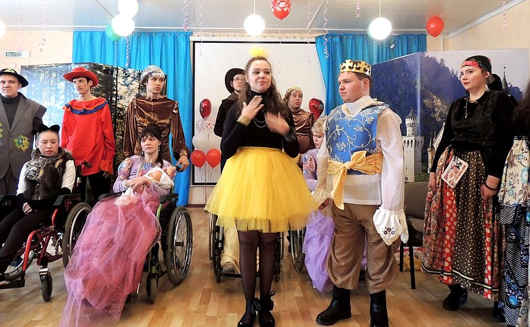 Е. Попова приняла участие воткрытии Центра социальной итрудовой реабилитации