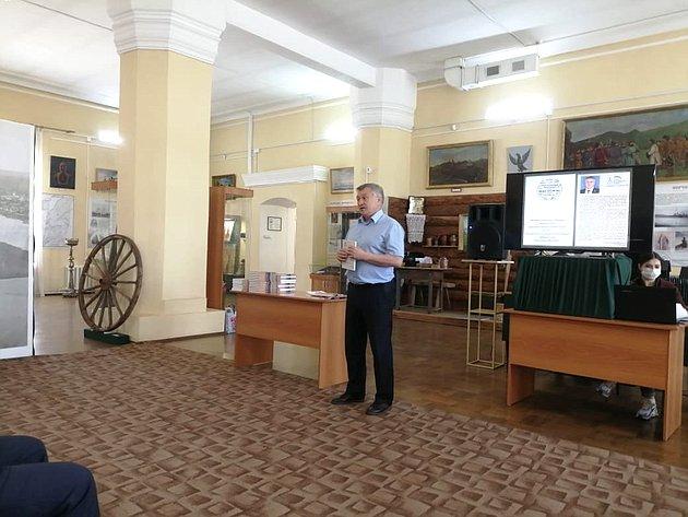 Сергей Михайлов презентовал две исторические книги Нерчинскому краеведческому музею