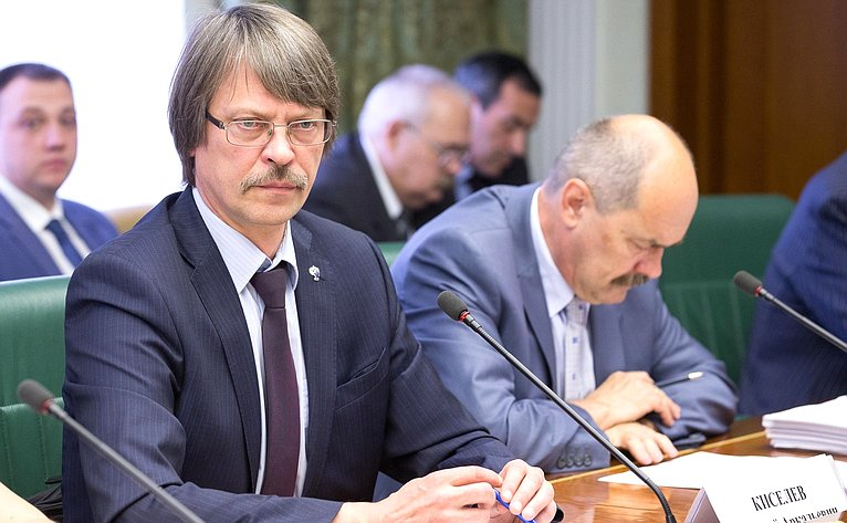Е. Кисилев