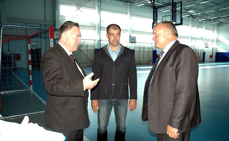 Александр Михайлов посетил г. Рыльск, где ознакомился сработой спортивного комплекса