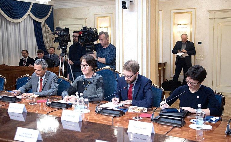 Встреча Юрия Воробьева сруководителем делегации Международного Красного Креста натерритории Украины Флоранс Жиллет
