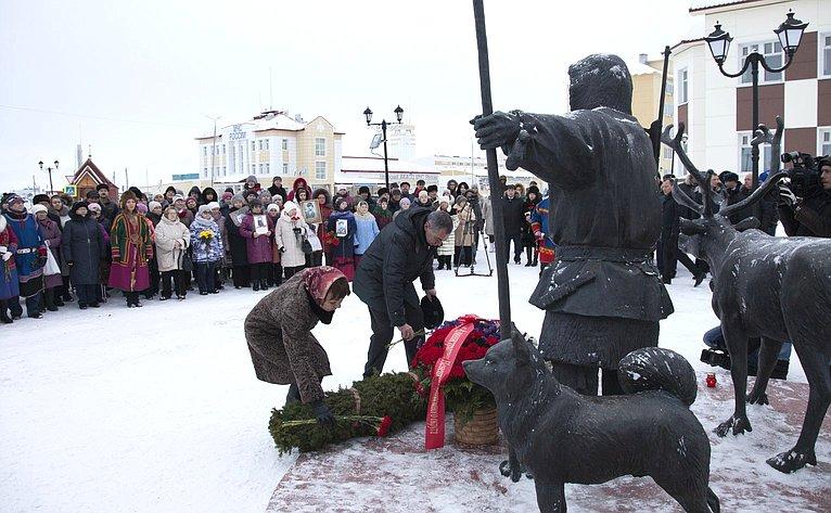 В. Зганич выступила намитинге, посвященном Дню памяти оленно-транспортных батальонов