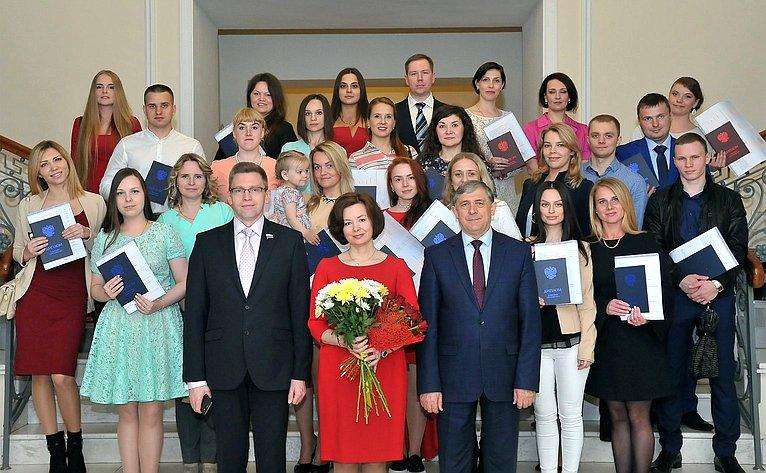 Алексей Костюков входе рабочей поездки врегион принял участие вторжественной церемонии вручения дипломов выпускникам