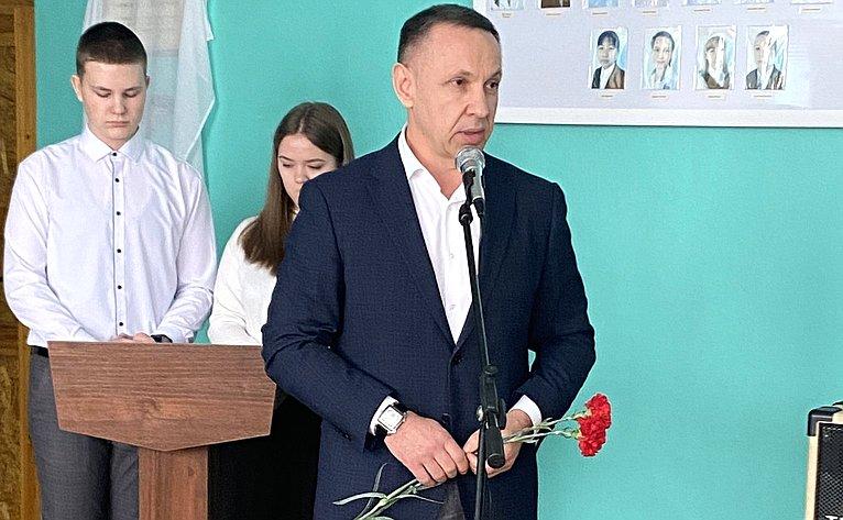 Вшколе села Куриловка ооткрыли мемориальную доску вчесть педагога Александры Прозоровой