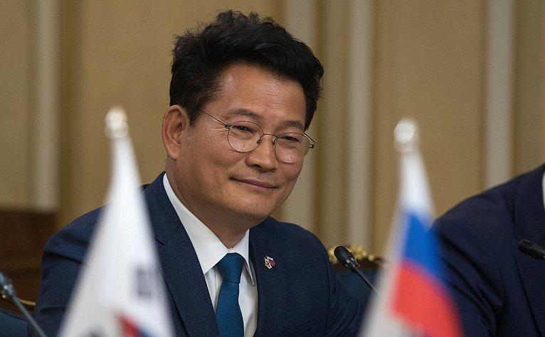 Встреча Валентины Матвиенко сПредседателем Национального собрания Республики Корея Мун Хи Саном