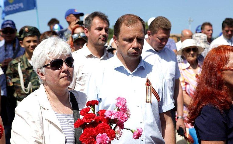 Ольга Тимофеева приняла участие впамятных мероприятиях, посвященных 75-й годовщине окончания обороны города-героя Севастополя