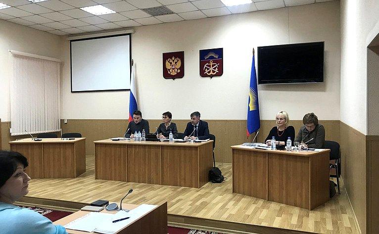 Татьяна Кусайко провела заседание «круглого стола» повопросам повышения эффективности подготовки спортивного резерва вМурманской области