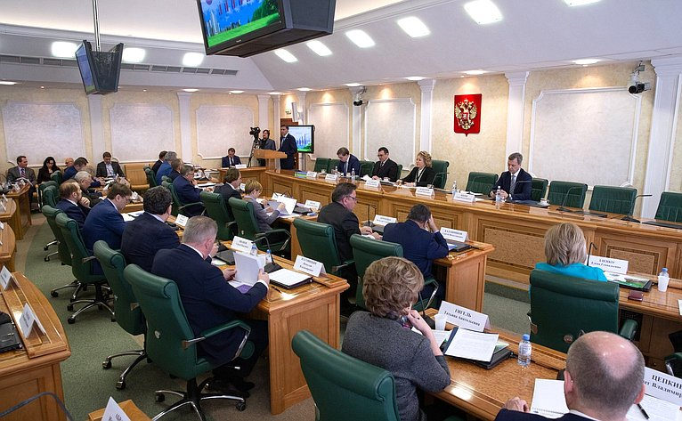 Встреча членов Совета Федерации сМинистром природных ресурсов иэкологии Д. Кобылкиным