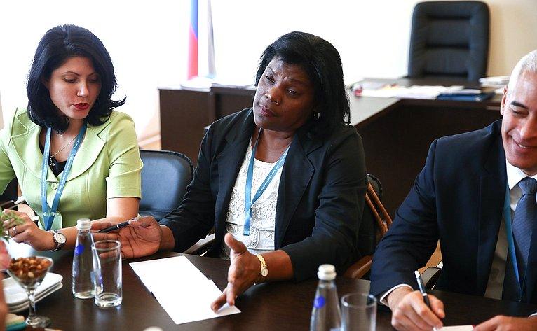 Встреча И. Умаханова сзаместителем Председателя Госсовета Республики Куба Беатрис Джонсон Уррутия