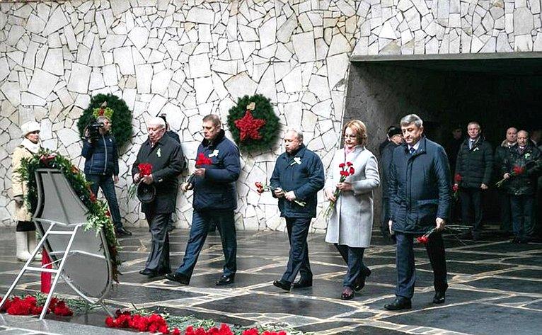 Николай Семисотов врамках празднования 77-й годовщины Победы под Сталинградом почтил павших вбоях