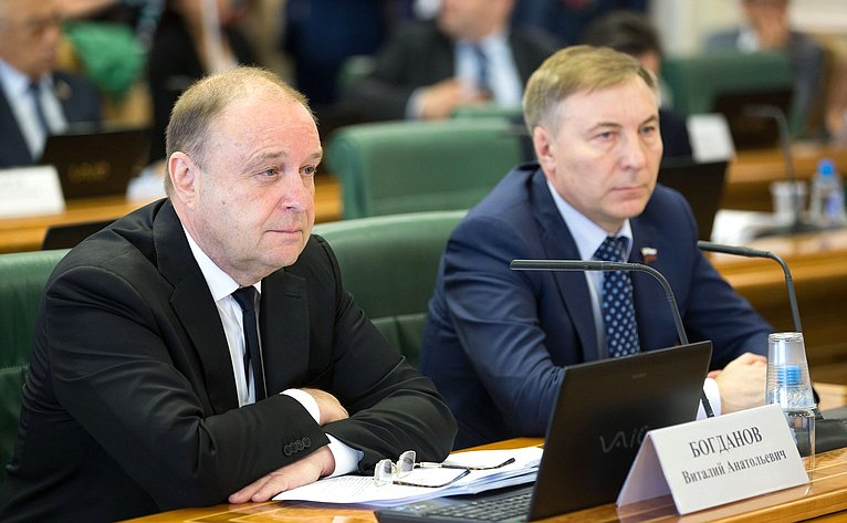 В. Богданов иА. Варфоломеев