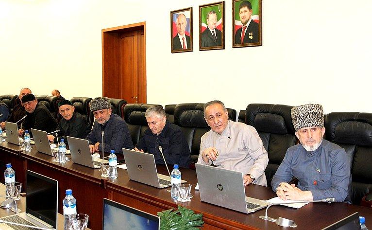Мохмад Ахмадов принял участие врасширенном заседании Комитета повопросам законодательства, государственного строительства иместного самоуправления республиканского парламента