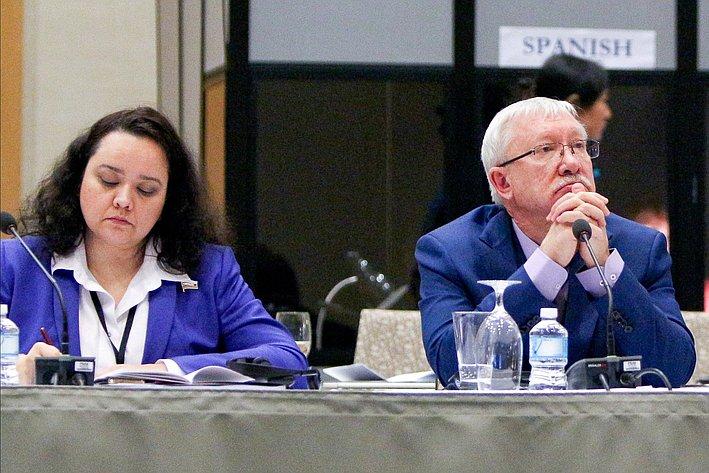 А. Отке иО. Морозов на24-й сессии АТПФ вВанкувере (Канада)