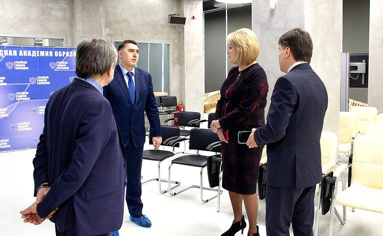 Лилия Гумерова встретилась спрезидентом Российской академии образования Юрием Зинченко
