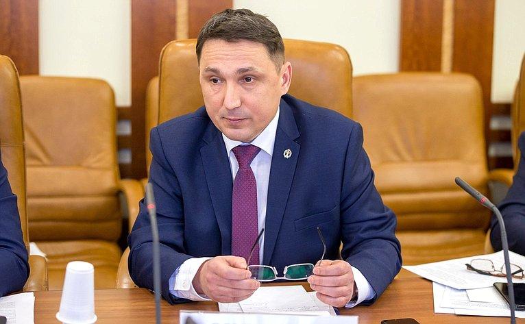 Алексей Охлопков