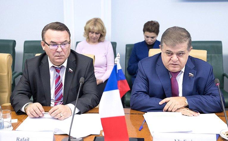 Р. Зинуров иВ. Джабаров