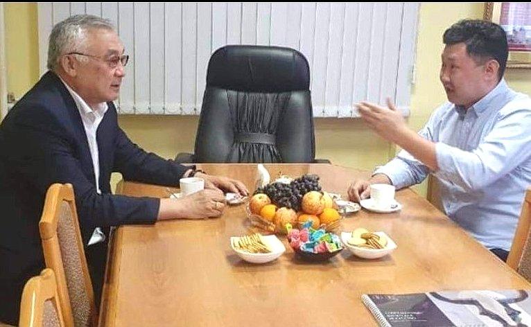 Баир Жамсуев также провел встречу смастером оружейником Жигжитом Баясхалановым