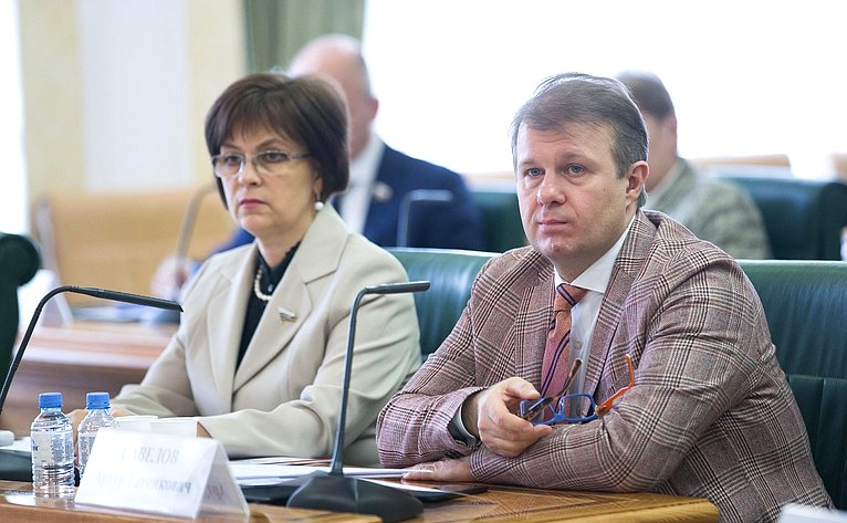 Елена Попова иАртур Савелов