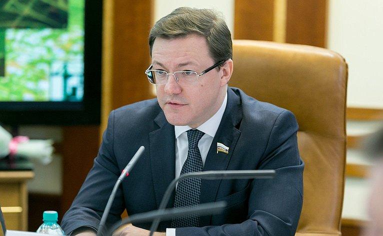 Д. Азаров нарасширенном заседании Комитета Совета Федерации пофедеративному устройству, региональной политике, местному самоуправлению иделам Севера