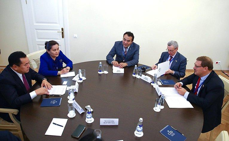 К. Косачев напереговорах сделегацией Монголии