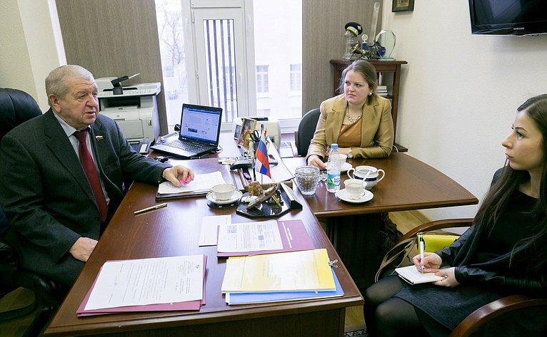 Владимир Федоров встретился сактивистами Молодежного парламента региона.