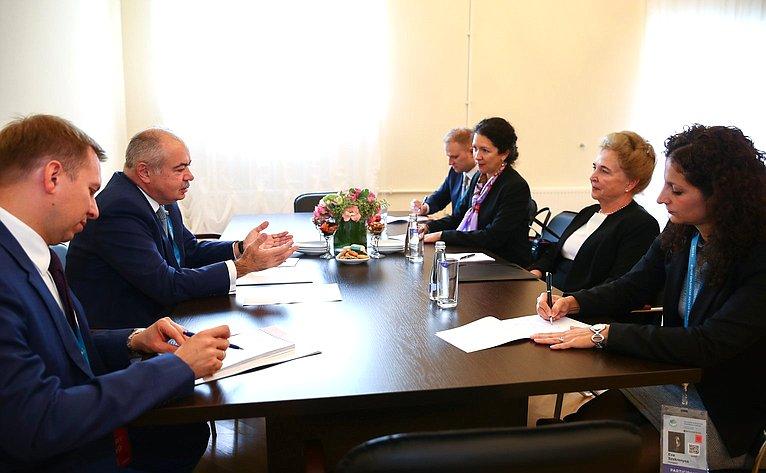 Встреча И. Умаханова сзаместителем Председателя Госсобрания Венгрии Ма́ртой Ма́т раи
