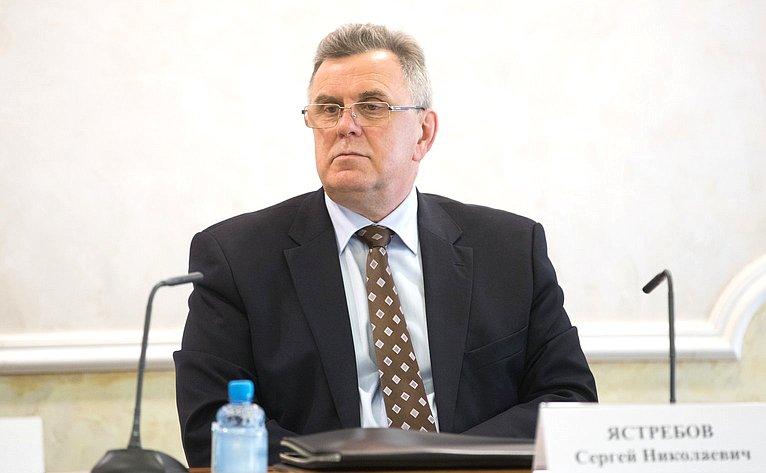С. Ястребов