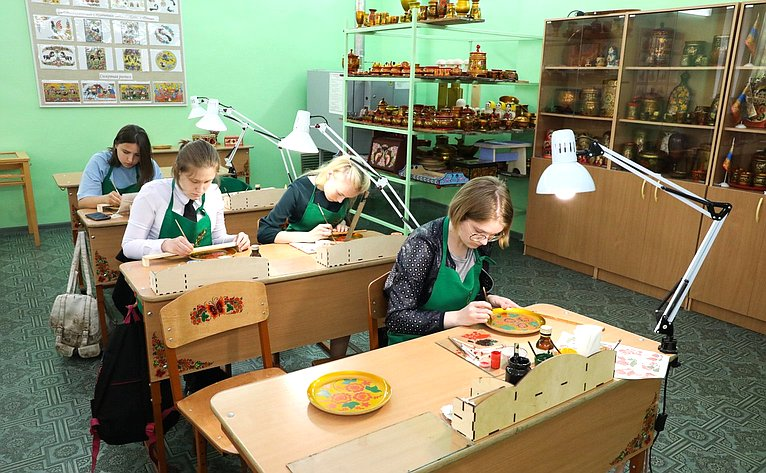 «Круглый стол» натему «Создание туристических продуктов имаршрутов наоснове мест традиционного бытования народных художественных промыслов напримере Нижегородской области»