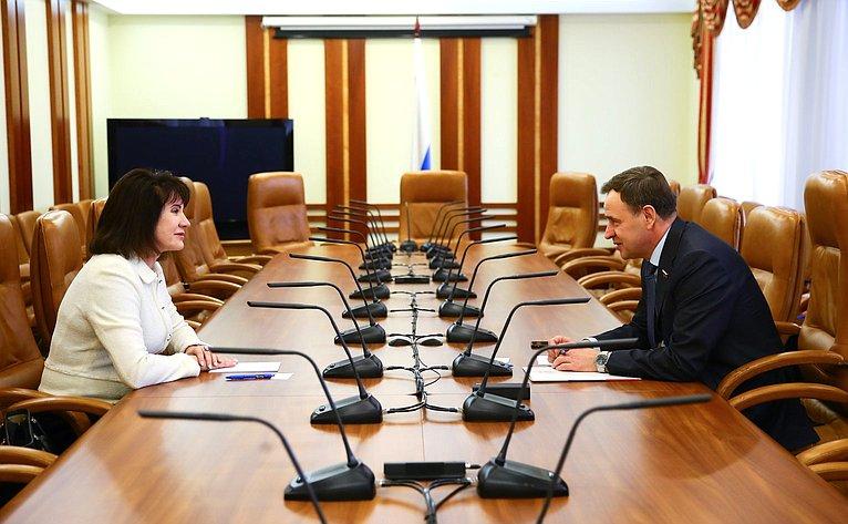 Виктор Новожилов провел встречу сПредседателем Совета– директором Молочного союза России Маницкой Л.Н