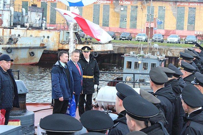 Денис Гусев всоставе делегации НАО посетил малый противолодочный корабль «Нарьян-Мар» Северного флота ВМФ России