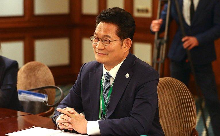 Специальный представитель Президента Республики Корея Сон Ён Гиль