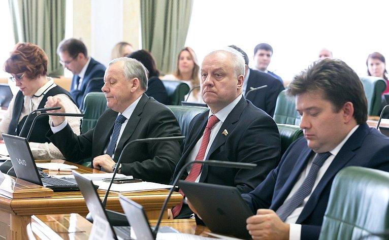 Комитет Совета Федерации побюджету ифинансовым рынкам рассмотрел насвоем заседании врамках проходящих впалате Дней Республики Адыгея влияние бюджетной обеспеченности наисполнение расходных обязательств исбалансированность бюджета этого региона