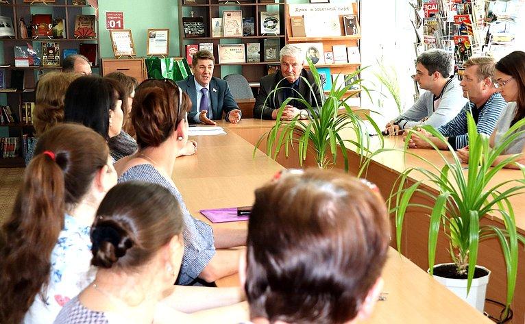 Андрей Шевченко посетил Центральную районную библиотеку