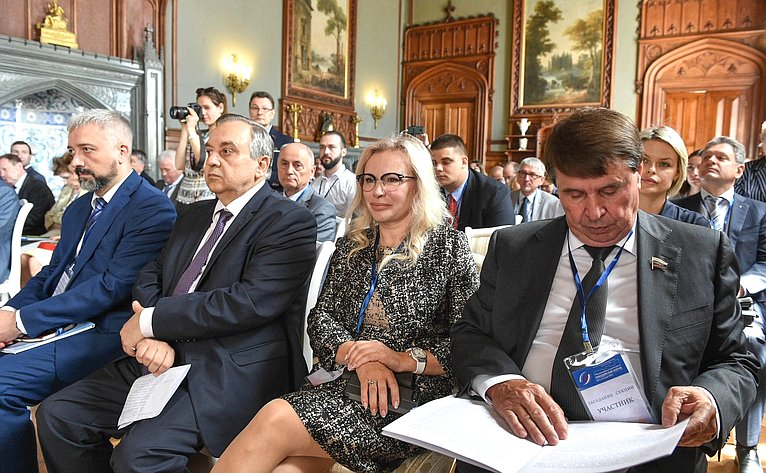 Заседание секции «Русофилы ироссийские соотечественники зарубежом: общие задачи иновые возможности для сотрудничества»