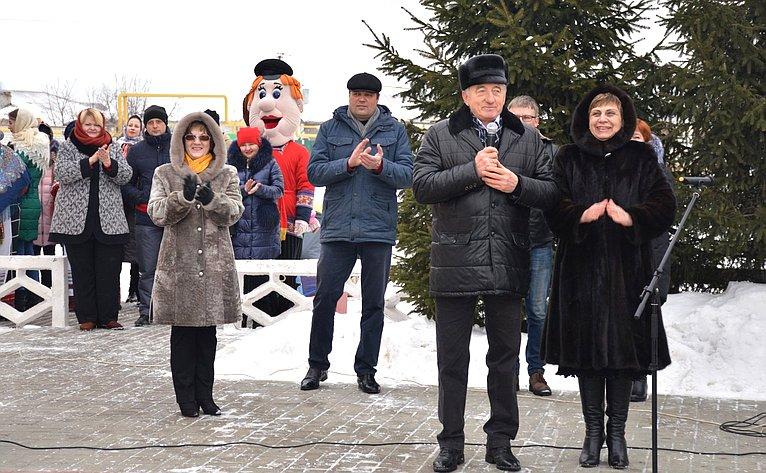 Сергей Лукин принял участие впраздновании Масленицы вмикрорайоне Подклетное