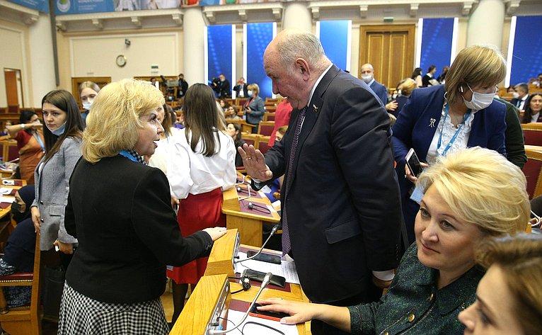 Пленарная сессия Третьего Евразийского женского форума